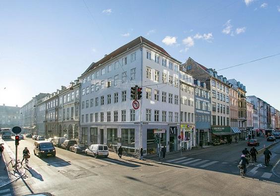 Flere større kontorejendomme står til salg i København